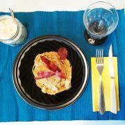 Piatto per microonde con linguine alla carbonara in cialda di parmigiano